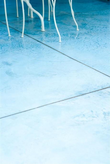 בטון מוחלק צבעוני, בשילוב מיקרוטופינג
